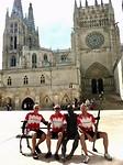 naast de bronzen pelgrim voor de kathedraal van Burgos