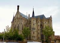 voormalig bisschoppelijk paleis, schepping van Gaudi