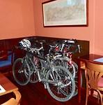 de fietsen worden ingeleverd en door de firma Soetens weer thuisgebracht