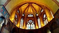 prachtige gebrandschilderde ramen om het grootste koepelgewelf van Frankrijk