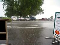 op weg naar Saint-Malo plensregen en een lekke band