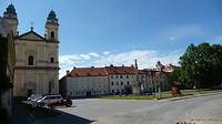 kerk met plein in Sedlec vlak voor de grens