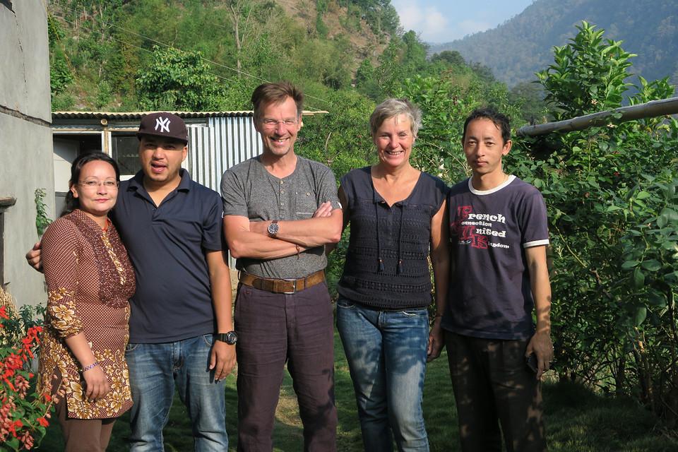 Groepsfoto met Suskila, Sanjeep en Dipak