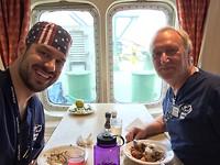 Dr Russel Walther en ikzelf op maritieme achtergrond