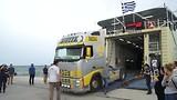truck haalt oplegger op volos