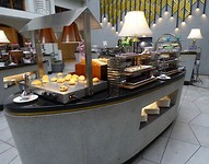 De ontbijtzaal hotel Savoy Homann