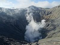 Zwaveldampen uit de Bromo vulkaan