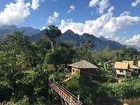Uitzicht vanop terrasje Vang Vieng tijdens schrijven van deze blog