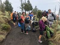 De internationale groep waarmee we de vulkaan beklommen!