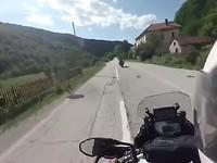 Richting Mostar, steeds meer vernielde huizen