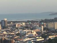 uitzicht vanaf uitkijkpunt richting zee