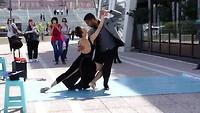 Tango dansende paren bij Puerto Madero