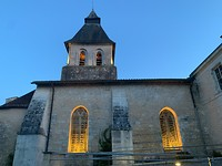 kerk in het avondlicht