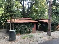 De ruime bungalows op camping village 7 Hills