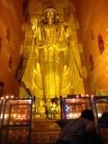 Bagan - Middenin één van de tempels
