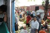 Yangon - Zit je lekker rustig in de trein, wil men dit er in stoppen