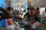 Yangon - Ja, alles wat net buiten stond past in de trein...