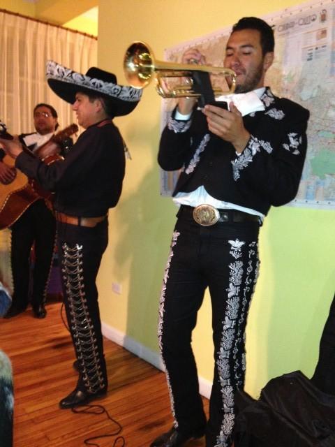 Live band tijdens feestje in het hostel, wat een feest!