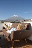 Ultieme vakantiegevoel, fles wijn, brood en kaas op het dak van ons hostel.. En dat uitzicht..
