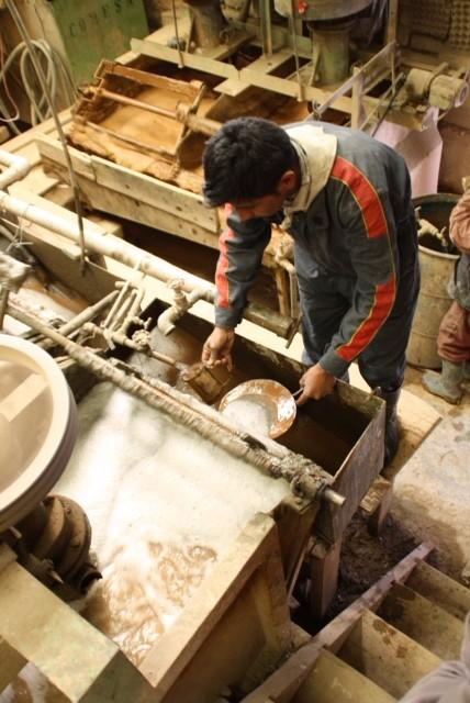 Zo halen de machines zilver uit het gesteente, malen, zeven, wassen, zeven, wassen