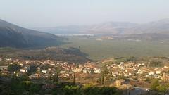Uitzicht vanuit de camper bij Delphi over het dal met de olijfbomen