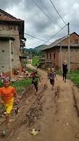 Blije kinderen bij hindoefestival, Kathmandu Valley