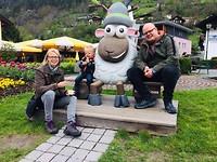 Op de foto met Widi het schaap!