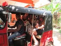 Ons dagelijkse vervoer: de tuktuk!