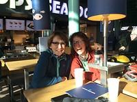 Koffie op Schiphol Lennie en Hilde