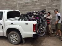 Morgen, donderdag , met deze pick-up en vijf fietsen naar El Chalten