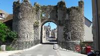 Toegangspoort van weer zo'n gezellig oud Frans stadje