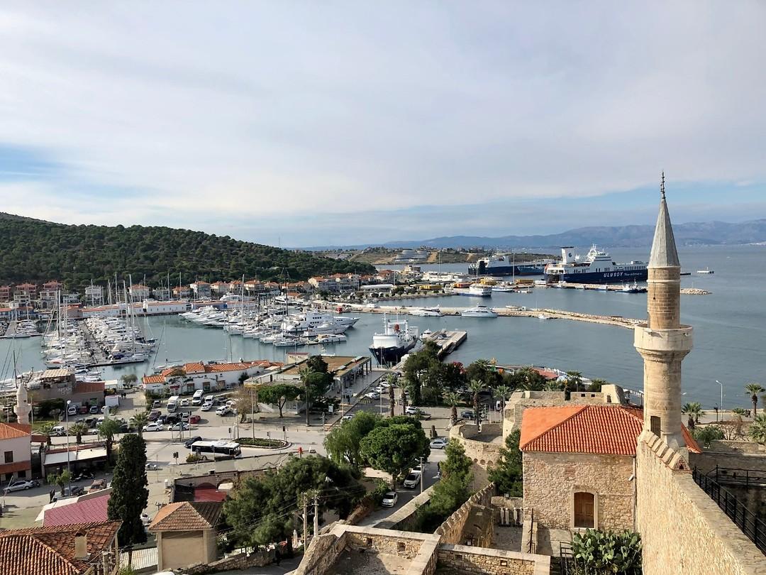 Uitzicht vanaf het kasteel van Cesme