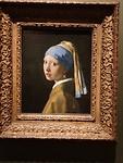 Meisje met de parel van Johannes Vermeer hangt in het Mauritshuis