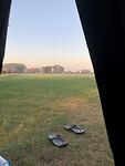 Uitzicht vanuit de tent 's morgens vroeg