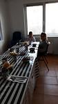 Eerste kinderen zitten alvast voor een hapje eten, Speranța