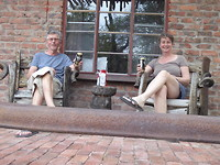 'Windhoek Draught' voor ons huisje in Roy's Camp