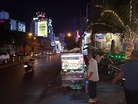 Uitzicht vanaf de straat voor ons hotel in HCMC