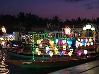 Verlichte bootjes in Hoi An