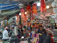 Een winkeltje met spullen voor de voorouderverering