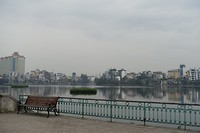 Uitzicht over het West Lake in Hanoi