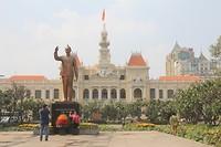Het stadhuis van Ho Chi Minh City met het beeld van Ho Chi Minh