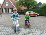 Met broer Klaas een rondje om de kerk
