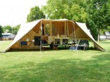 Onze tent in vol ornaat