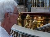 De enige kaarsen in de St. Pieter