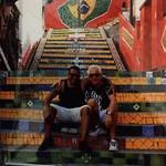 Samen zittend op de Escadaria Selaron