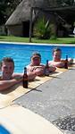 Chillen in het zwembad met paps en Julian