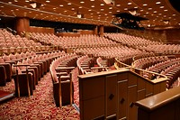 De grote theaterzaal op het schip