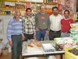 In de supermarkt van Akbar (rechts)