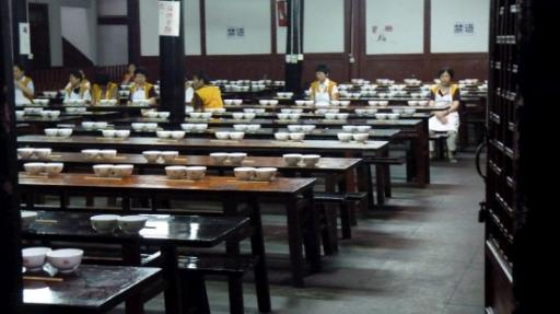 de eetzaal voor de studenten