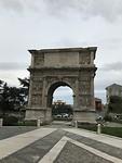 De poort van Traianus in Benevento